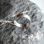 Серебряное обручальное кольцо.