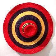 Шляпа соломенная с широкими полями